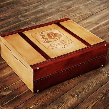 Деревянный чемодан с гравировкой